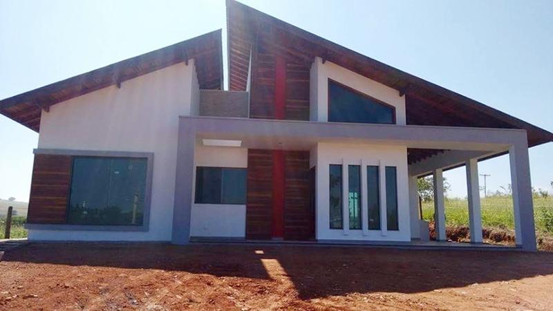 Fachada principal da casa 'Porto Velho' construída