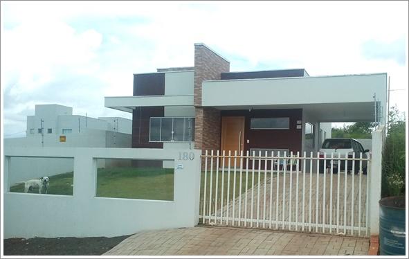 Fachada frontal da casa Fortaleza construída com modificações - Cliente 2